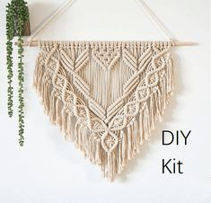 Kits: cotton rope, wooden sticks detailed video teaching. Size : wide 70cm ,high 60cm This is NOT a finished project. This listing is for supplies only. It can be done in a few hours. Please contact me for a video course after receiving the goods More tapestry Kit