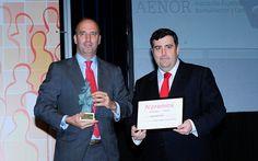 IV Premios Castilla y León Económica. Premio al Producto más Innovador: Andrés Ballesteros, director general de Vivia Biotech; y Carlos Rioja, director general de CSA.