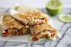 VEGETARIEN - Spicy vegan Mexican Wraps with Quinoa! A healthier take on our beloved burrito. Tacos, Tostadas, Vegan Foods, Vegan Dishes, Vegan Vegetarian, Vegetarian Recipes, Quesadillas, Empanadas, Burritos