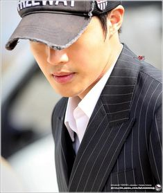 #김현중감격시대  안녕...신정태 2014.03.31, 2014.04.02 「 감격시대 」shooting - Yongin, Korea by MurdererQ Inspiring Generation, Airport Photos, Yongin, Kim Hyun, Wearing A Hat, Music Albums, Love You Forever, Hd Photos, Korean Actors