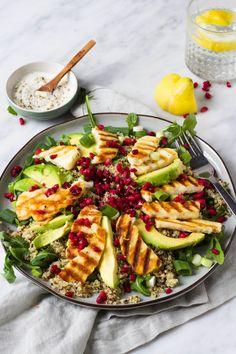 Quinoa salad with halloumi, pomegranate and yoghurt dressing - Culy.nl - Quinoa salad with halloumi, pomegranate and yoghurt dressing – Culy. Raw Food Recipes, Veggie Recipes, Healthy Dinner Recipes, Salad Recipes, Avocado Recipes, Veggie Food, Quinoa Avocado Salad, Superfood Salad, Quinoa Rice