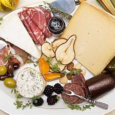 Here are eight cheese board additions that can make your holiday cheese plate extra special. Appetizer Recipes, Appetizers, Pizza Snacks, Veggies, Cheese, Make It Yourself, Mother Earth, Trays, Holiday