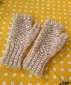 Derya Baykal Glove Making Crochet Gloves Pattern, Crochet Mittens, Knit Crochet, Wrist Warmers, Hand Warmers, Free Knitting, Knitting Patterns, Fingerless Gloves Knitted, Accessories