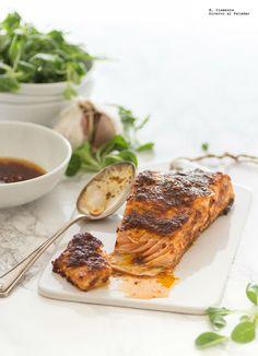Tengo debilidad por el salmón fresco y son muchas las veces que lo hago en casa para comer, para cenar, casi en cualquier ocasión. Hoy he preparado este recopilatorio de 17 recetas de salmón al horno …