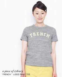 a piece of Library [ア ピース オブ ライブラリー] FRENCH ロゴプリント 半袖 Tシャツ