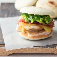 Grilled Chicken Arepas recipe: Try this Grilled Chicken Arepas recipe, or contribute your own. Venezuelan Food, Venezuelan Recipes, Wrap Recipes, Lunch Recipes, Recipe Collection, Grilled Chicken, Tasty Dishes, Grilling