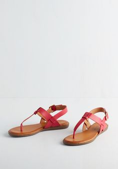 We've Yacht a Situation Sandal in Fuchsia. The temperatures are rising at a steady rate, and you know just what to do - hit the beach in these bold pink sandals! #pink #modcloth