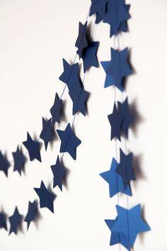 Papier-Girlande, Schneeflocke-Girlande, HochzeitsGirLande, Urlaub Dekor, Weihnachten Kranz, Ferien Girlande, neues Jahr Weihnachten Dekoration für Zuhause Perfekt für Weihnachten Erwärmung, Hochzeiten oder einfach nur so Ihr Zimmer persönlicher! Entzückende Wohnung. Preis ist für 1 Girlande! Jeder Kranz enthält: sternförmig Stücke, Die Schneiden von Papier, alle zusammen mit weißem Faden genäht. Farbe: dunkelblau mit Perlmuttschimmer oder aus obigen Liste Maße ca.: 10 ft (ca. 3 Meter)…