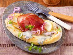 Pizza-Zungen mit Gorgonzola, Birne und Tiroler Speck