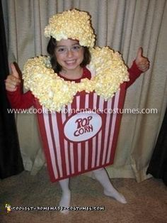 Homemade Popcorn Costume Idea: My daughter wanted to be a box of POPCORN for Halloween last year. It was a great costume that got a lot of compliments, and it was not that hard to make. Cute Halloween Costumes, Halloween Items, Halloween Kostüm, Food Costumes, Diy Costumes, Group Costumes, Costume Ideas, Popcorn Costume, Vocabulary Parade
