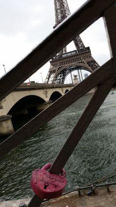 Замочек уже в Париже! Ручная роспись