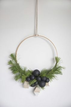 10 Gorgeous Modern Wreaths To Fall For