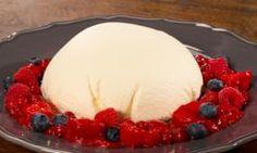 Cremiges Kokosdessert weckt Südseeträume | Chefkoch.de Video Nice Cream, Recipes From Heaven, Frozen Yogurt, Gelato, Tapas, Cheesecake, Blueberry, Dessert Recipes, Food And Drink