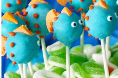 Fish Cake Pops at a Mermaid Party  #fish #cakepops