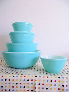 Vintage Turquoise Pyrex Mixing Bowls complete the look. Not obsessed with turquoise in the kitchen, not at all.