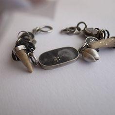 Náramek... Materiál: lehce patinované stříbro 925/1000, antik-sklo, paroží, epoxid, foto... Délka: celková délka náramku 17cm. Zapínání na S-háček s možností různých (kratších) délek zapnutí...délku náramku je možné ještě doladit dle přání. Váha: 19,7g