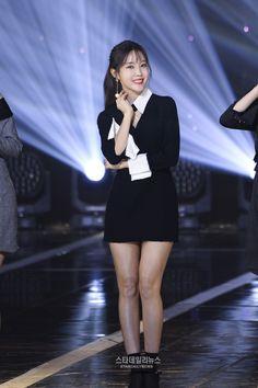 15일 오후, 서울 마포구 상암동 SBS프리즘타워에서 진행된 SBS MTV '더쇼'에 출연했다.