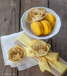 Sunny Yellow Paper Ranunculus: such bright and cheery DIY paper flowers for summer!