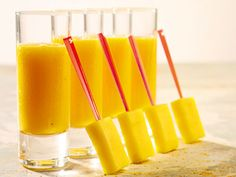 Mangosmoothie (kock Claes Karlsson) Beverages, Drinks, Mango, Smoothies, Chili, Healthy Recipes, Healthy Food, Brunch, Candles