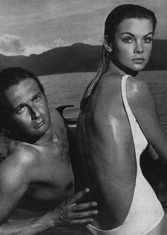 « The Shrimp at Sea, » with Jean Shrimpton and Jeanloup Sieff for US Vogue January 1967 // Richard Avedon