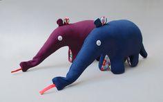 Spieluhr Ameisenbär Elise // anteater plush toy with integrated music box by djulo via DaWanda.com