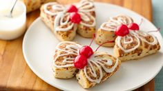 Cinnamon Roll Butterflies - Add these beautiful butterfly-shaped buns made with Pillsbury® cinnamon rolls and topped with cherries to your bread basket. Pillsbury Cinnamon Rolls, Pillsbury Recipes, Pillsbury Rolls, Brunch Recipes, Breakfast Recipes, Breakfast Ideas, Drink Recipes, Bread Recipes, Cookie Recipes