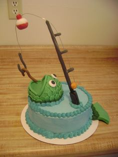 Fishin' Fishing cake for my friend's husband. Buttercream icing, fondant fish, fishing pole, bobber, hook and worm. Fish Cake Birthday, Birthday Cakes For Men, Birthday Ideas, 8th Birthday, Fondant Fish, Foundant, Fathers Day Cake, Birthday Cake Decorating, Buttercream Icing