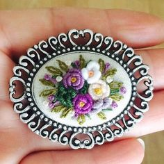 Wonderful Ribbon Embroidery Flowers by Hand Ideas. Enchanting Ribbon Embroidery Flowers by Hand Ideas. Brazilian Embroidery Stitches, Types Of Embroidery, Rose Embroidery, Japanese Embroidery, Silk Ribbon Embroidery, Embroidery Patterns, Embroidered Silk, Vintage Banner, Diy Ribbon