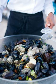 Mussels,,,, yum...garlic, wine, butter, bread for dipping? Yes!