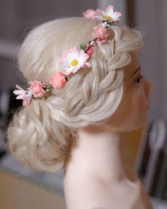 """Caroline Mellenius sanoo Instagramissa: """"Flower girl. 🌺🌺 Tänään on näköjään tuottelias päivä. 😄 #flowerinhair #bohohair #bohobride #kesämorsian #häät2021 #kampaukset…"""" Band, Accessories, Instagram, Fashion, Moda, Sash, Fashion Styles, Fashion Illustrations, Bands"""