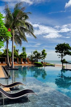 V Villas Hua Hin MGallery by Sofitel - Hua Hin, Thailand - The impressive infinity pool overlooks the secluded beach.
