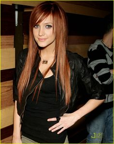 Ashlee Simpson...her hair is perfection!