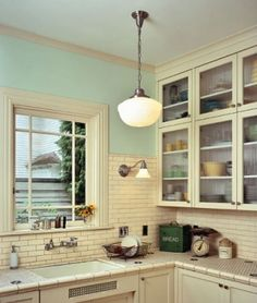 small kitchen Like the light and the subway tile. Vintage look