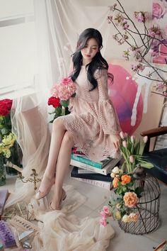 milkcocoa(MT) daily 2018 feminine& classy look - Her Crochet Pop Fashion, Cute Fashion, Fashion Models, Korean Girl Fashion, Asian Fashion, Beautiful Asian Girls, Beautiful Models, Cute Dresses, Cute Outfits