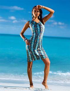Ein Highlight an Pool und Strand: das weich fließende Strandkleid im Pythondessin für Beachauftritte mit Rasse und Klasse.