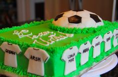 Serene's Kitchen: Soccer cake – birthdaycakeideas Soccer Cupcakes, Soccer Birthday Cakes, Soccer Cake, Soccer Party, Bithday Cake, Cake Craft, Grilling Gifts, Character Cakes, Colorful Cakes