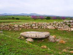 Travelogue Sardinia: L'Altare di Monte d'Accoddi (Sassari), tavola delle offerte votive