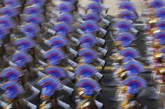 Soldati indiani marciano in alta uniforme durante le celebrazioni per il giorno della repubblica a New Delhi, in India, il 23 gennaio 2016. - Adnan Abidi, Reuters/Contrasto