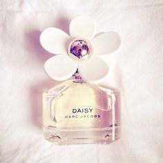 Daisy Marc Jacobs - Photo by rabbitpigx3  #kedsxmadelwell  Such a clean and cheerful scent. I can't go without