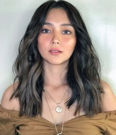 Hair Color For Morena Skin, Hair Color For Brown Skin, Golden Brown Hair Color, Hair Color Pink, Hair Colors, Kathryn Bernardo Hairstyle, Kathryn Bernardo Photoshoot, Gorgeous Hair Color, Cool Hair Color