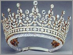 This tiara was a wedding gift to then Princess Elizabeth from Queen Mary. Just exquisite~
