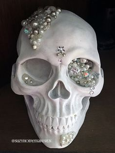 Hand-decorated Black and Gold Jewelled skulls Halloween Witch Decorations, Halloween Home Decor, Halloween Skull, Halloween Themes, Fall Halloween, Halloween Crafts, Halloween 2020, Skull Decor, Skull Art