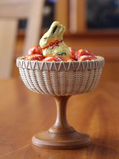 Easter Bunny & Easter Eggs in Nantucket Basket Champagne Glass made by handvaerker