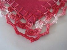 bicos de crochet também conhecido por barradinhos ou barra, aplicado a pano de cozinha