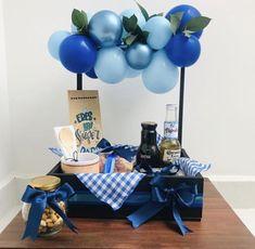 Birthday Basket, Diy Birthday, Birthday Gifts, Diy Gifts For Him, Diy Crafts For Gifts, Birthday Balloon Decorations, Birthday Balloons, Baby Gift Hampers, Themed Gift Baskets
