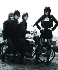 The Dum Dum Girls redicul style, black