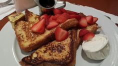 YUMMY PICKS:  FRED 62 - What can I say? I just love french toast! While in the hip neighborhood Loz Feliz (Los Angeles), I stopped by for a much needed quick brunch. After this fabulous fluffy brioche bread topped with fresh strawberries and sweet gooey maple syrup, even a fully jammed traffic on the 10 Freeway did not ruin my day. That's one of the after-effects a good french toast can have on someone. Fred 62 is on Vermont Avenue in Los Angeles (Los Feliz neighborhood), California