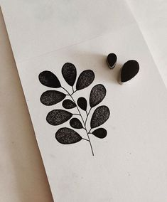 plant linocut art by minna may Simple Leaf Style Learners start out by Understanding standard reducing methods, making a standard leaf from cucumber. Stamp Printing, Printing On Fabric, Screen Printing, Hand Printed Fabric, Stamp Carving, Fabric Stamping, Handmade Stamps, Form Design, Simple Shapes