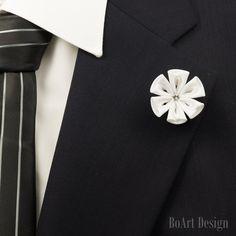 Pin de solapa Blanca Flor Kanzashi con claro de por BoArtDesign