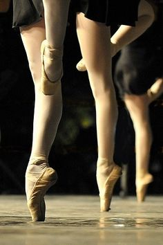 Find images and videos about girl, ballet and ballerina on We Heart It - the app to get lost in what you love. Dancers Feet, Ballet Dancers, Dance Images, Dance Pictures, Ballet Photos, Ballet Images, Dance Movement, Ballet Photography, Tiny Dancer